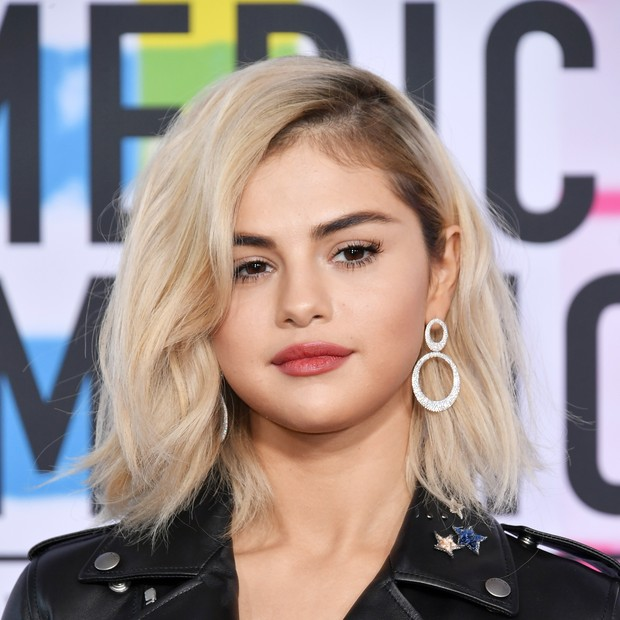 Selena Gomez no tapete vermelho do American Music Awards (Foto: Getty Images/Neilson Barnard / Staff)